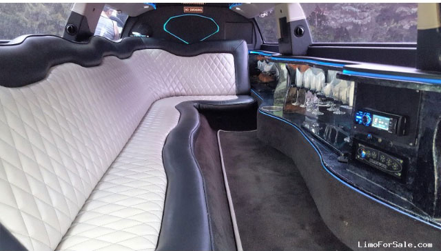 inside view of Chrysler 300 Stretch Limousine in Duluth, MN
