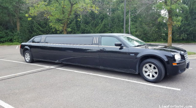 Chrysler 300 Stretch limousine from Al Capone Limousine