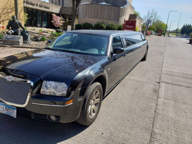 chrysler_300_stretch_limo